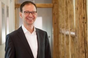 Dr Günther Riedel Portrait-wB